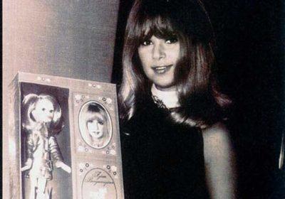 Η Αλίκη Βουγιουκλάκη έγινε παιδική κούκλα και η αγάπη της για τα παιχνίδια!